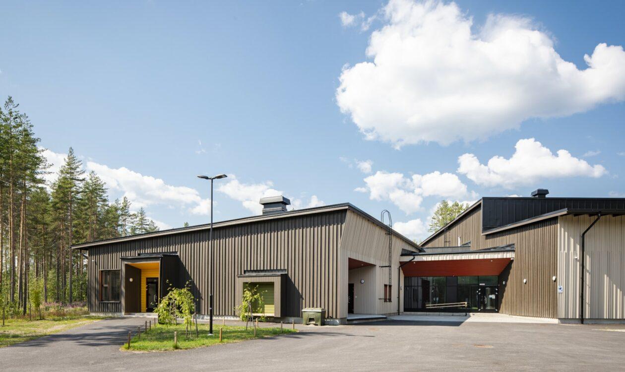 Laukaan uusi ekokoulu, Satavuon koulu, yhdistää Vuonteen, Savion ja Tarvaalan kyläkoulut ja rakentui Terve Talo -kohteena.
